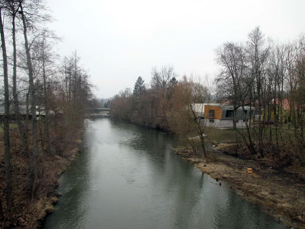 Procházka v Plzni - Řeka Úslava z mostu na Božkovský ostrov
